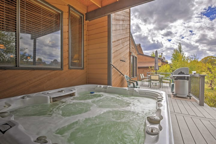 Fraser Retreat w/ Hot Tub: 6 Mi. From Winter Park!