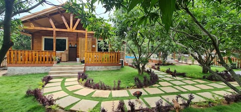 Mangowoods Celebrity - Cottage with Private Pool