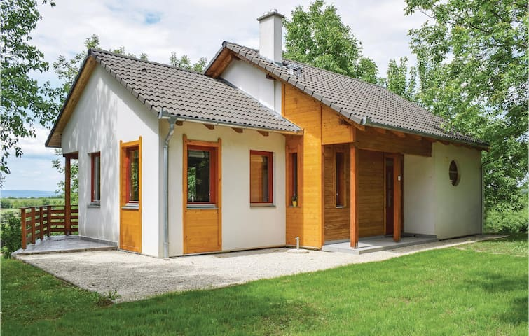 Holiday cottage with 3 bedrooms on 93m² in Szólád