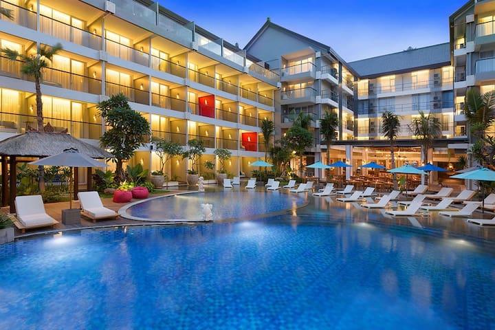 Deluxe Pool View 37m2 Ramada Encore Seminyak, Bali