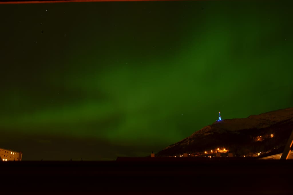 Northern lights with Ulriken. Picture taken from the kitchen in March 2016.