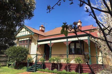 Family friendly home in Glen Iris - Glen Iris - Hus
