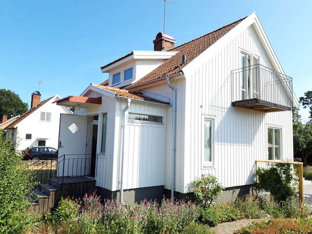 Cosy house close to central Borgholm and beach.