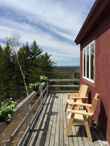 SUNSET RIDGE- A COZY CABIN WITH SPECTACULAR VIEWS!