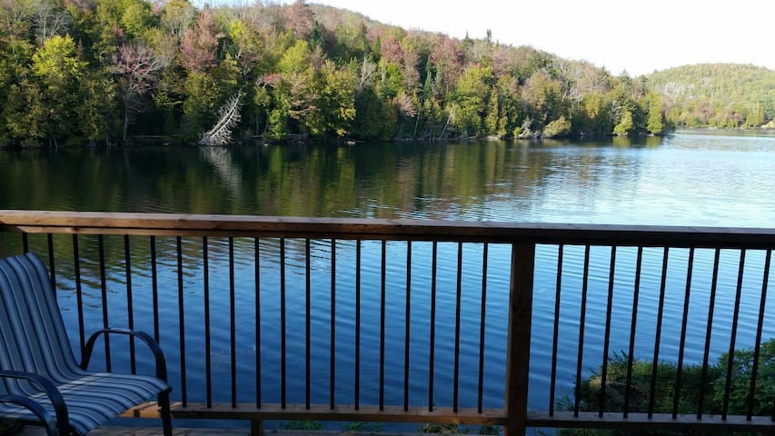 Ideally located Lakefront Condo in the Laurentians