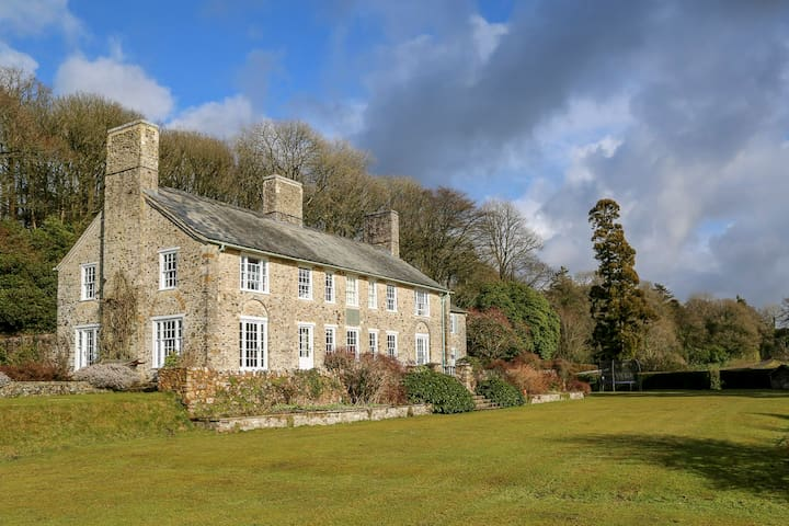 Traditional lodge surrounded by 150 private acres - Devon - House
