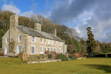 Traditional lodge surrounded by 150 private acres - Devon