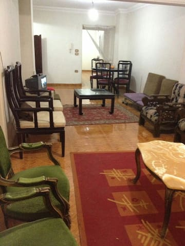 Entire Spacious home middle of Cairo 3 ro -  Branched from Misr & Sudan Street  - อพาร์ทเมนท์