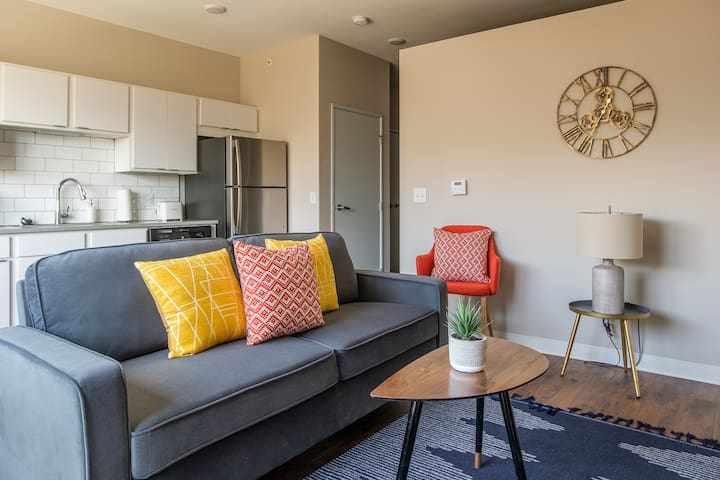 Modern and Bright 1BR Suite