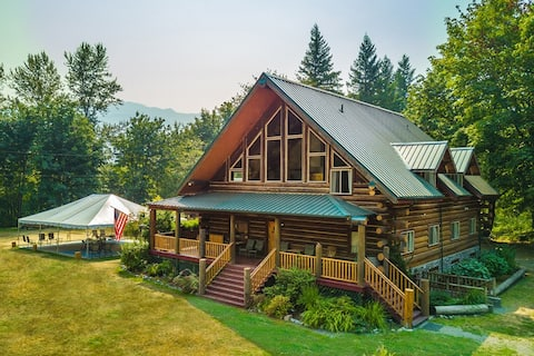 4-bedroom Mountain Lodge on 10 private Acres