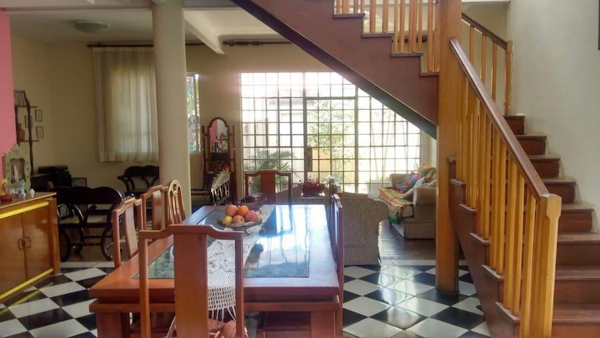 3 Quartos no bairro tradicional em BH: FLORESTA - Belo Horizonte - Casa