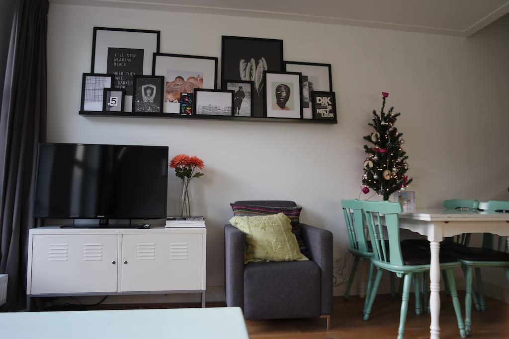 Livingroom with flatscreen television