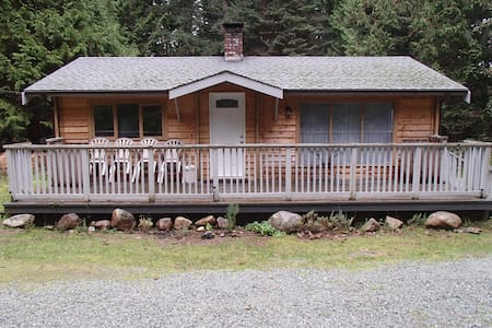 Cedar Log Home Galiano Island