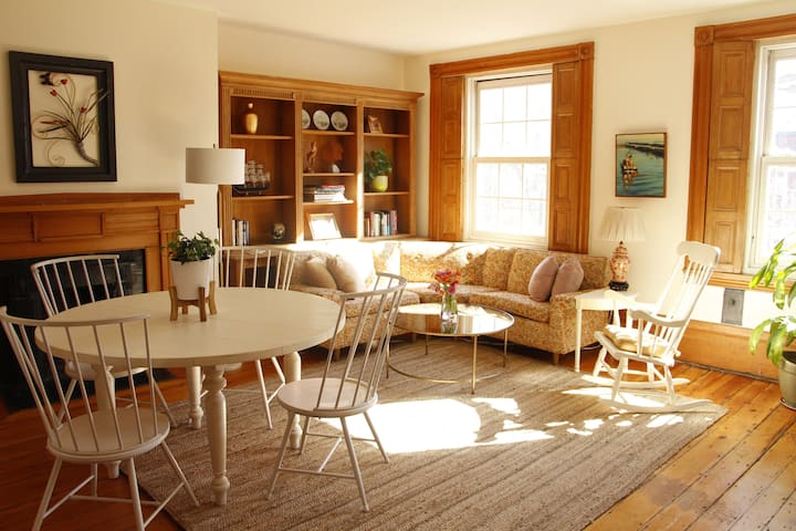 Bright and Sunny West End Apartment.