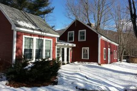 Vermont Mountain Farmhouse with great views - Pittsfield - Talo