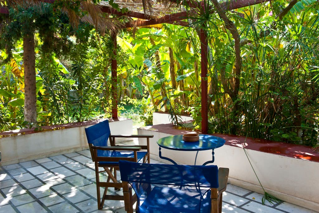 veranda in the garden in the heart of Parikia!