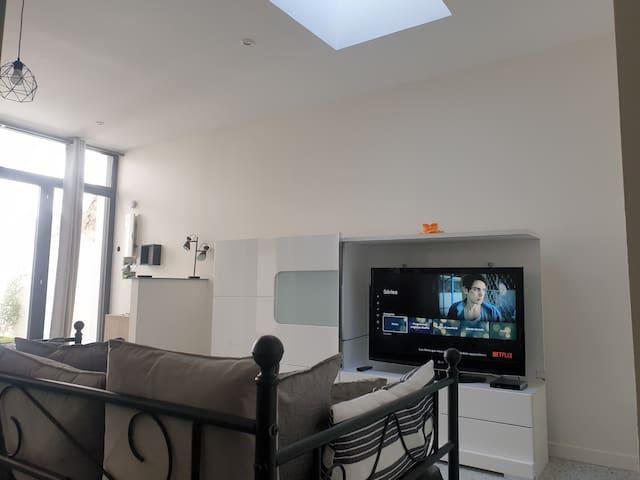 Salon avec sfr tv