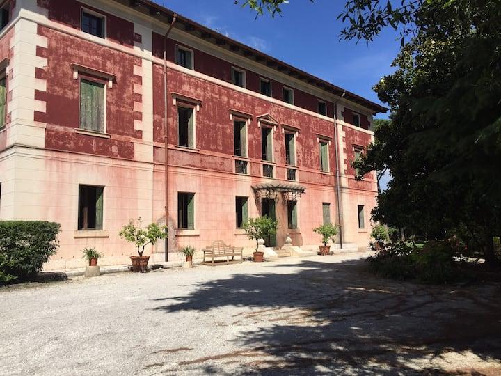 Suite in Villa dei Cipressi CR M0230830026