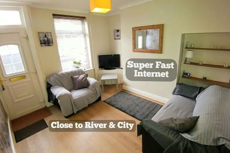 Close to City & River - Fast WiFi - York