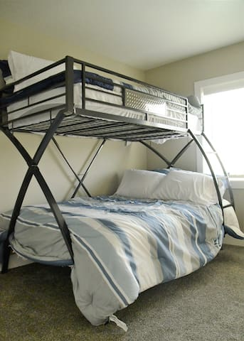 2nd bedroom, full size bed with twin bunkbed