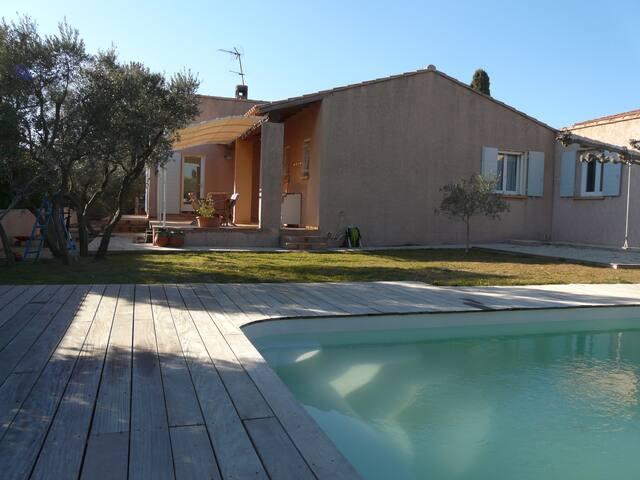 Chambre dans villa provençale avec piscine - La Fare-les-Oliviers