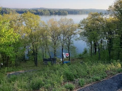 Lake Altoona Private Lowerlevel Retreat/Work Trip