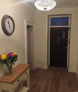 Modern 2 bedroom flat in town centre - Stornoway - Appartement