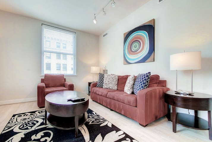 Bluebird Deluxe 2-BR Near the Washington Monument