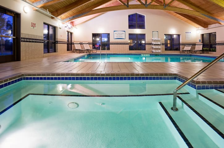 Complimentary Breakfast + 24-Hour Shuttle to Mall of America | Free Wi-Fi + Indoor Pool