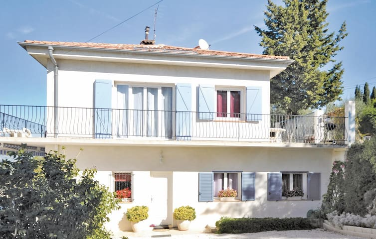 Holiday apartment with 2 bedrooms on 60 m² in St Roman de Bellet