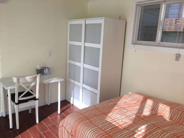 A3Newly remodeled room in Sunset(private entrance)