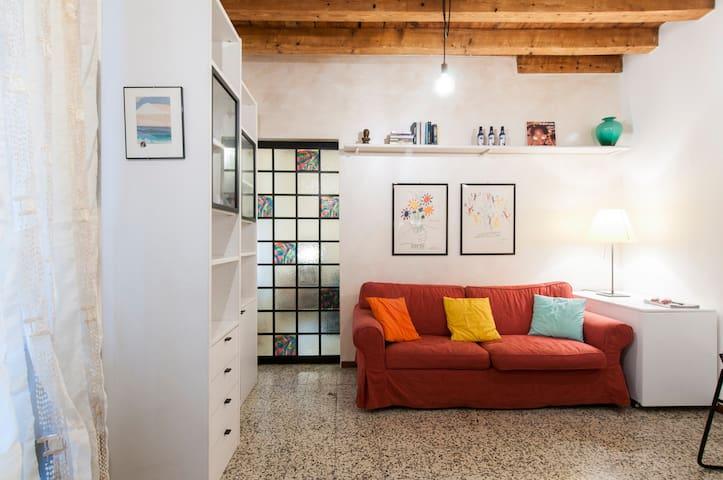 Zona Tortona / P.ta Genova - Milano - Condominio