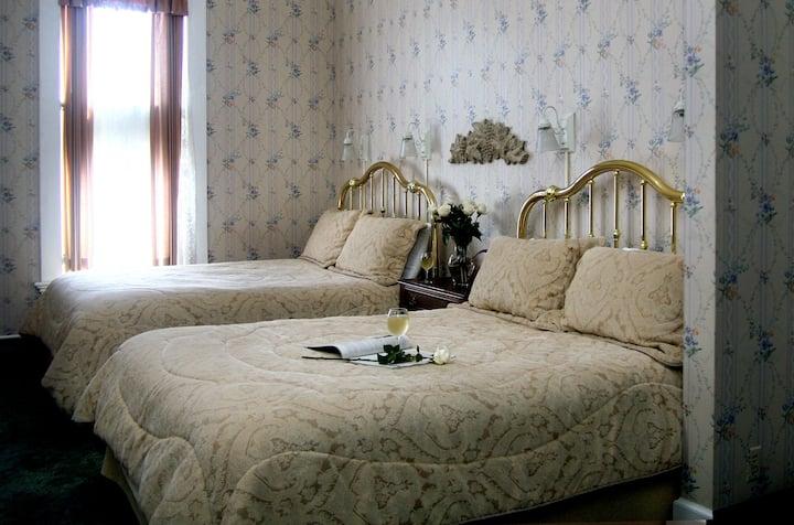 Maren's Room-208 - Victorian Inn