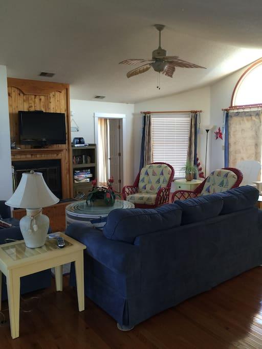 Comfy Living room, flat screen TV, open concept.