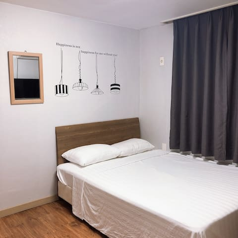 편안한숙소 1인실 전용 객실입니다. 공항 근접