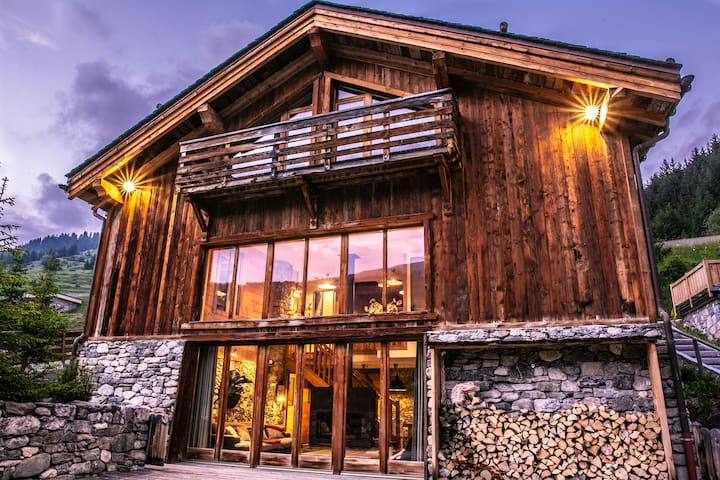 La Grange de Meribel | Chalet Luxe | Private Driver | Sauna & Jacuzzi