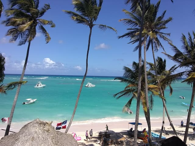 Awesome location Bavaro beach apartment/pool/wi fi