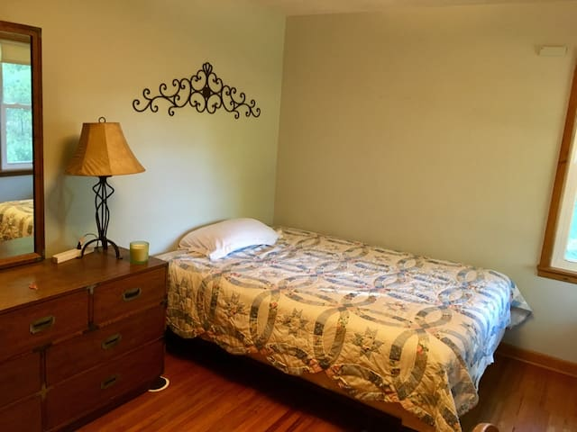 $456/month furnished room for female students!!