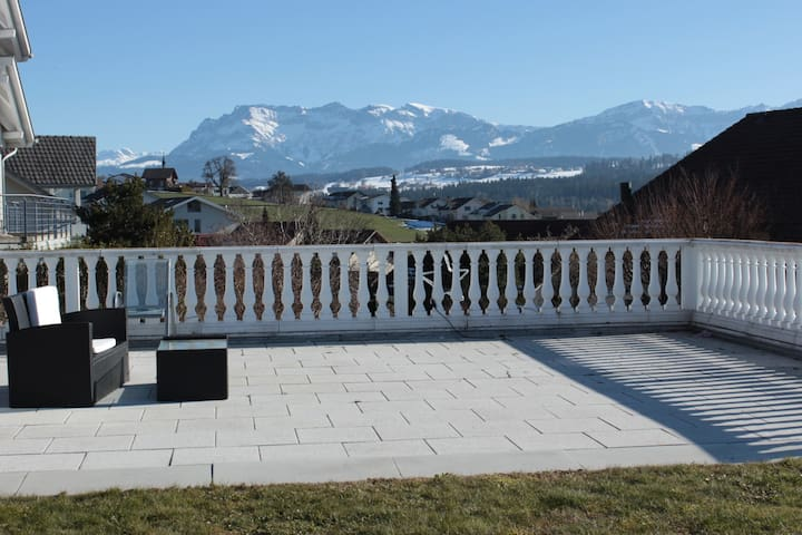Comfortable mountain view apartment near Lucerne