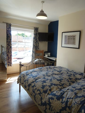 Private Ensuite Double Bedroom only. Blue
