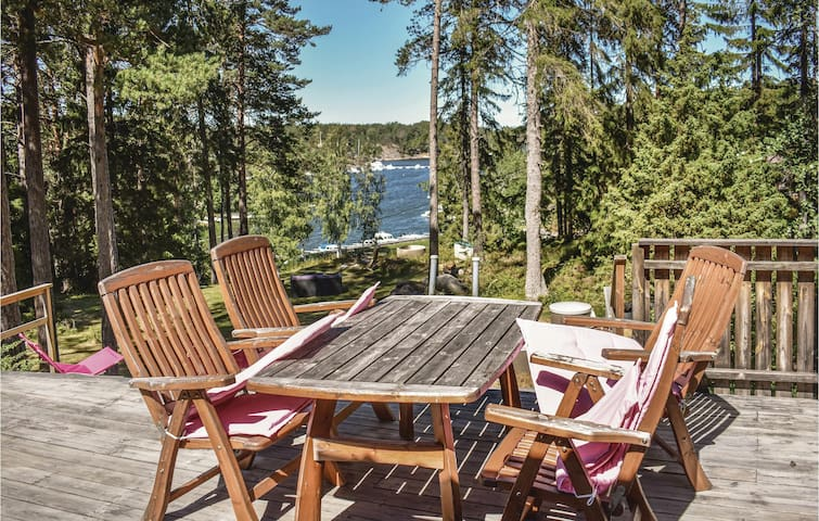 Holiday cottage with 2 bedrooms on 70m² in Djurhamn