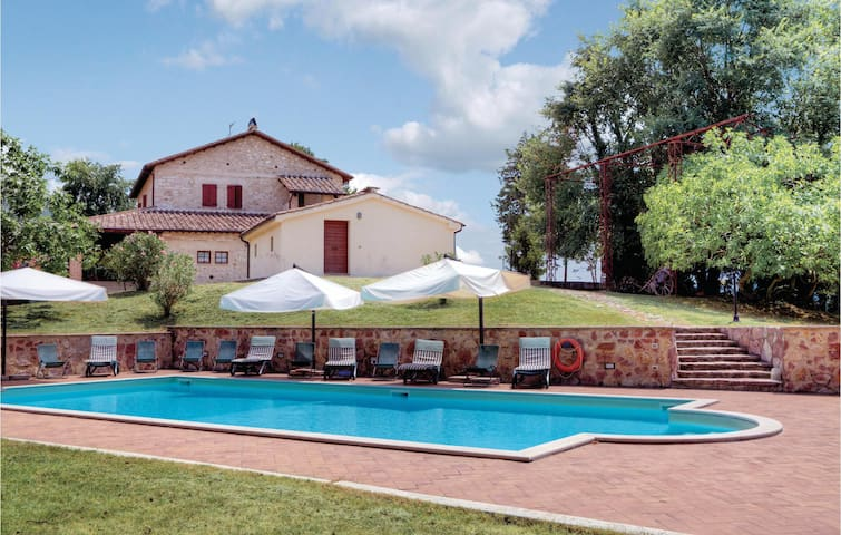 Holiday cottage with 7 bedrooms on 400 m² in Stroncone TR