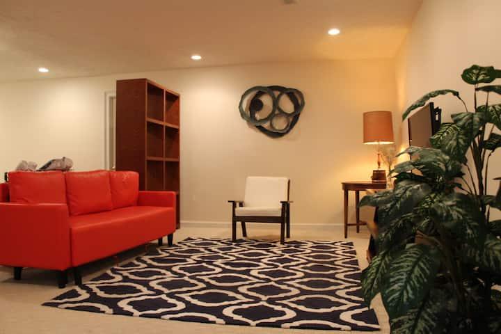 Cozy private studio close to VT & RU
