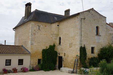 Athos - La Brossardière - Le Logis - Taillebourg