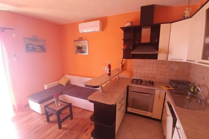 Two bedroom apartment with balcony and sea view Brist, Makarska (A-15443-b)