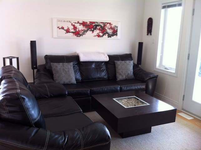 Clean, creative and spacious (downstairs) - Petawawa