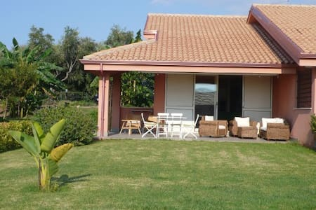 Contura: Semi detached Villa, garden & shared pool - Contura - Ferienunterkunft