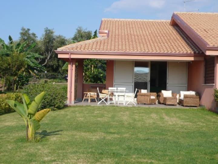 Contura: Semi detached Villa, garden & shared pool