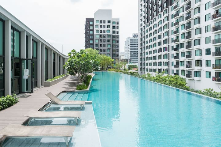 1BR 5Min to Airportlink, Pool, Wifi, High Floor - Bangkok - Appartement