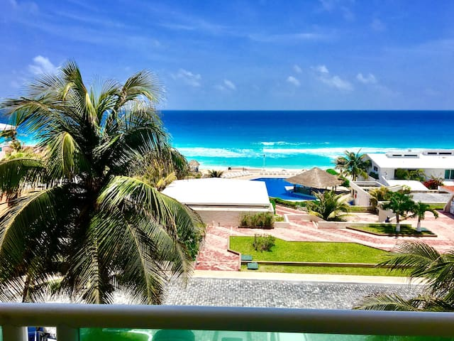 Amazing beach front apartment, heart of hotel zone